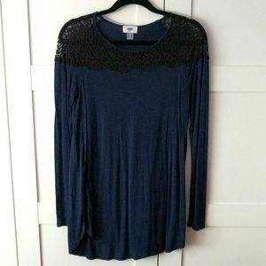 ❄️ 3/$25 Navy Blue & Black Lace Tunic Top